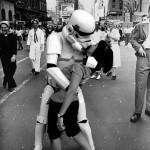 Stormtrooper kisses random woman [pic]