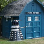 This TARDIS Shed and Dalek is Amazing! [pic]