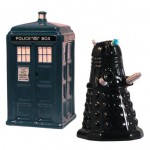 Doctor Who TARDIS And Dalek Salt And Pepper Shaker Set [pic]