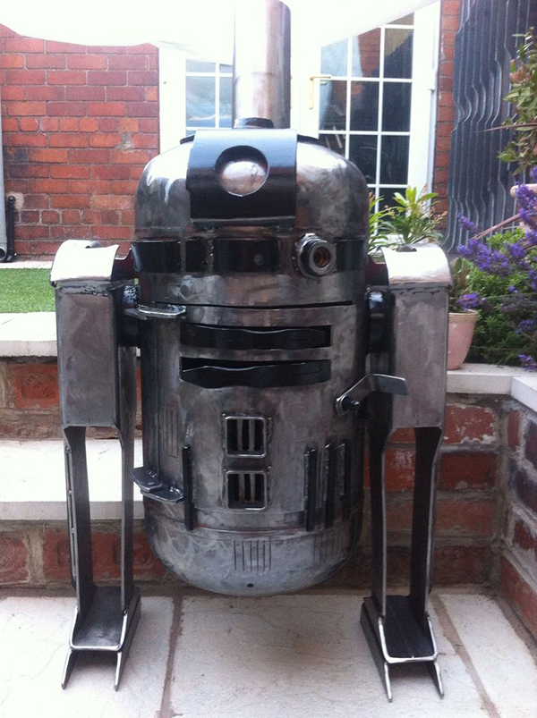 R2-D2 Log Stove - DIY R2-D2 Wood Burning Stove - Global Geek News