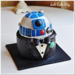This R2-D2 groom's cake is dressed for the occasion
