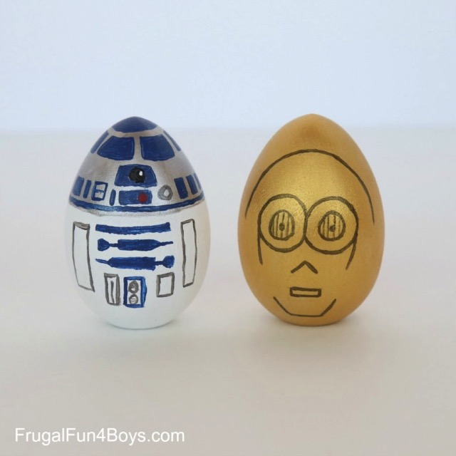 R2-D2 Easter egg and C-3PO Easter Egg