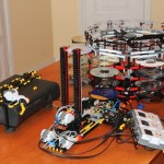 Xbox 360 Multi-Disk Changer Built From LEGO NXT [pic + video]