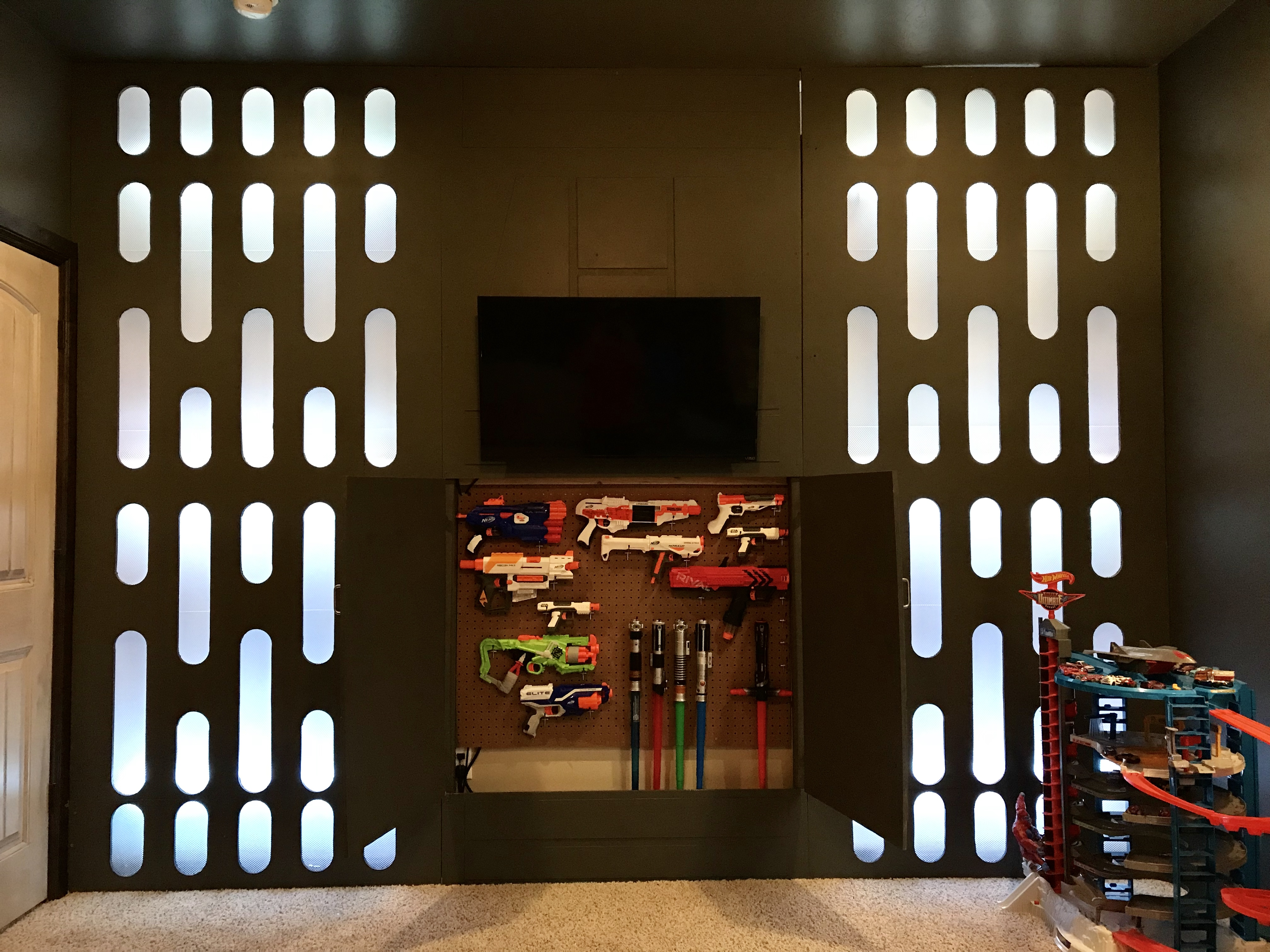Star Wars Bedroom With NERF Guns